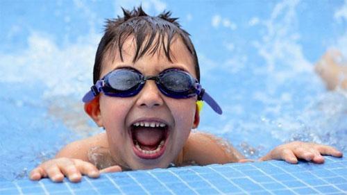 Почему детям полезно ходить в бассейн